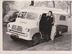 FIRST CAR CARAVAN MR MAURICE CALTHORPE YORK SHIRMAN  HOME CRUISER SEEN IN LONDON  GRAN BRETAÑA .REINO UNIDO,INGLATERRA - Coches