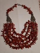 ANCIEN COLLIER EN CORAIL ROUGE - Necklaces/Chains