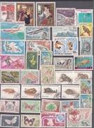 MADAGASCAR : LOT DE TIMBRES NEUFS ET OBLITERES. COTE 50 EUROS. - Madagascar (1960-...)