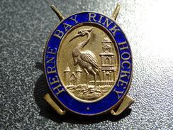 "Ancienne Médaille émaillée Hockey ""herne Bay Rink Hockey""  3.5 X 2  Cm RARE - Hockey - NHL"
