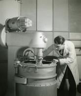 France Scene De Laboratoire Melangeur? Ancienne Photo Emeric Feher 1950