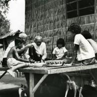 Cambodge Sinoun La Petite Cambodgienne Repas De Famille Ancienne Photo Wertheimer 1968 - Photographs