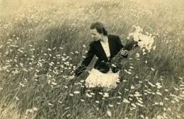 Nord De La France Femme Dans Un Champ De Marguerites Bouquet Ancienne Photo Geesen 1930's