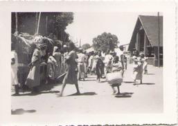 PHOTO MARCHE A PORT BERGER ? 9 X 7 CM AOUT 1949 - Afrique