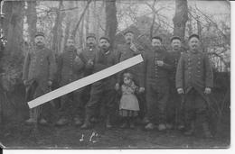1914 Soldats Français Du 81ème Régiment D'infanterie Territoriale En Sabots Avec Une Fillette Montpellier 1 Carte Photo - Cars
