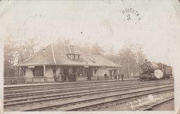RPPC REAL PHOTO POSTCARD MUSKOKA ONTARIO TRAIN STATION RAILWAY DEPOT 1913 - Stations With Trains