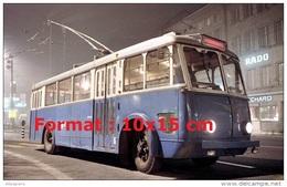 Reproduction D'une Photographie D´un Ancien Bus Trolley Vetra TF26 De 1948 - Reproductions