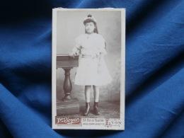 Photo CDV Vve Soyer à Lyon - Fillette Robe En Dentelle Vers 1895 L304 - Foto