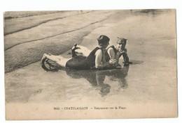 Chatelaillon Baigneuses Sur La Plage - Châtelaillon-Plage