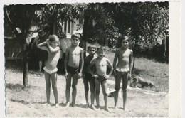 REAL PHOTO, Kids On Beach, Swimsuit Boys And Girls Enfants Sur La Plage Garcons Fillettes Old  ORIGINAL - Photos
