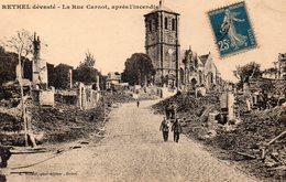 CPA RETHEL DEVASTE - LA RUE CARNOT APRES L'INCENDIE - Rethel