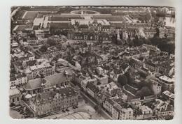 CPSM FONTAINEBLEAU (Seine Et Marne) - En Avion Sur......la Ville Au Centre Hôtel De Ville Et Pavillon Henry IV - Fontainebleau