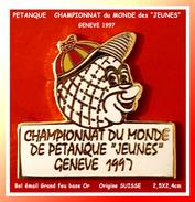 """SUPER PIN´S PETANQUE : CHAMPIONNATS Du MONDE De PETANQUE """"JEUNES"""" à GENEVE En 1997, émail Grand Feu Base Or - Pétanque"""
