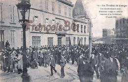 (87) Les Troubles De Limoges - Manifestants Avec Drapeaux Rouge Et Noir à La Préfecture 17 Avril 1905 - 2 SCANS - Limoges
