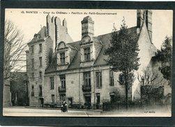 CPA - NANTES - Cour Du Château - Pavillon Du Petit Gouvernement, Animé - Nantes