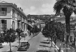"""06718  """"BORDIGHERA (IM) - RIVIERA DEI FIORI - CORSO ITALIA"""" ANIMATA, AUTO ANNI '50. CART. ILL. ORIG. SPED.1956? - Altre Città"""