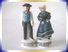 Costumes Poitou-Charente .. 2 Fèves Couple Les Deux Sèvres...Ref AFF : 95-2004 ..(pan 0010) - Regions