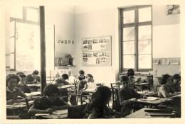 PHOTOGRAPHIE : MOULIDARS . CHARENTE. CLASSE DE 1954 ( Vue Côté Fenêtre ).  INSTITUTEUR Mr REICH. - Photographs