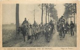 MILITAIRE 403   CPA     Convoi De Prisonniers Allemands Près De Nieuport Pays De France - War 1914-18