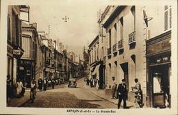 CPA.- FRANCE - Arpajon Est Situé Dans Le Départ. De L'Essonne - La Grande Rue Animée - TBE - Arpajon