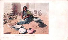 Moki Indian Woman Making Pottery - Native American Indians - Ed. Detroit - Etats-Unis