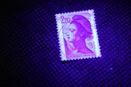 N° 2220 Marianne  Liberté De Delacroix 1,80 Fr Rouge Timbre France Oblitéré 1982 ( Variété Bandes Phosphores à Cheval ) - Curiosidades: 1980-89 Usados