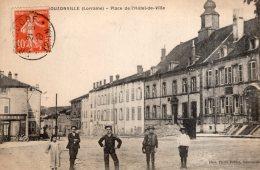 V7214 Cpa 57 Bouzonville - Place De L' Hôtel De Ville - Francia