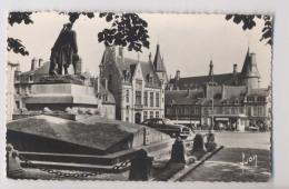 NEVERS (58 - Nièvre) - Monument Aux Morts - Caisse D'Epargne - Palais Ducal - Nevers