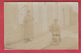 Région Thuin ... Thuillies , Strée ... Tailleur De Pierre Devant Sa Maison ... Carte Photo à Situer ( Voir Verso ) - Thuin