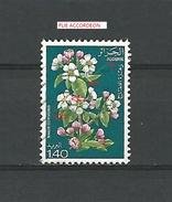 VARIÉTÉS 1977 N° 682 ALGÉRIE   MALUS COMMUNIS 1 D 40 FLEURS  OBLITÉRÉ  0.90 € - Algerije (1962-...)