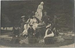 CPA Photo LUCHON (31) Elégantes Prenant La Pose Devant Statue Du Parc Des Quinconces - Luchon