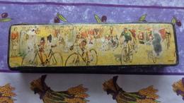 Boite à Crayon En Bois Avec Couvercle Illustré Avec Des Coureurs Cyclistes (Thème Cyclisme) - Autres