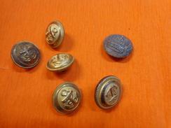 Lot De Boutons Militaire Et Autre Diametre 2cm Environ Waterbury-ar Paris (couronne A Identifier Sur Bouton Zamac ) - Buttons