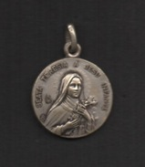 Ancienne Médaille En Laiton Façon Argent  . ST-THÉRÈSE DE L' ENFANT JÉSUS . - Religion &  Esoterik