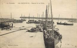 - Finistere -ref-D605bis- Lesconil - Retour De La Peche - Bateau - Bateaux - Pecheurs - Peche En Mer - Voir Etat - - Lesconil