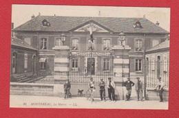 Montereau  -- La Mairie --  Petite Réparation Au Dos - Montereau