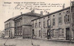 V7287 Cpa 57 Ueckingen - Kirchplatz Mit Bugermeisteramt Und Schule - Francia