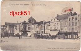 51 - CHALONS-sur-MARNE - Place De La République / Années 1910 / Calèches, Chevaux - Châlons-sur-Marne