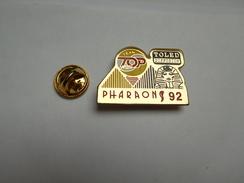 Superbe Pin's , Auto Moto , Rallye Des Pharaons 92 , Sphinx , Egypte , Toled Diffusion - Rally