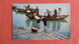 South Vietnam Women Unloading Boats At Da Nang-- US Military Free Cancel   Corner Crease  Ref 2533 - Vietnam