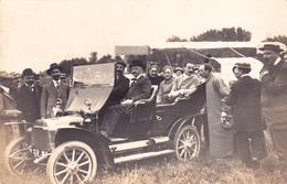 CPA - PHOTO Carte-Photo Automobile Voiture (beau Plan) Avec Personnages Véhicule (2 Scans) - Cartoline