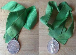 NM-111 Médaille Gravée France Avec Son Ruban. Congrégation Des Enfants De Marie - Religion & Esotericism