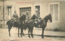 LUNEVILLE OFFICIER ET SOUS OFFICIERS D'ARTILLERIE BAVAROISE PASSANT RUE D'ALSACE - Guerre 1914-18