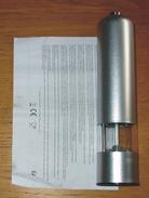 Poivrière Salière électrique Avec Lumière Métal Argenté 23 X 5.5 Cm Neuve + Notice - Sonstige