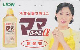 Télécarte Japon / 110-198508 - FEMME - Pub LION / Produit De Beauté Crème Adoucissante - Woman GIRL Japan Phonecard 2571 - Perfume