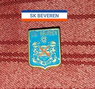 SK BEVEREN BELGIUM, ORIGINAL RARE VINTAGE BUTTONHOLE BADGE, FOOTBALL SOCCER - Football