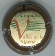 CAPSULE-CHAMPAGNE VALLEE DE LA MARNE N°15 Contour Marron - Vallée De La Marne