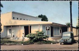 Gabon, PORT-GENTIL, MANDJI, Unknown Building, Citroën Car (1959) - Gabon