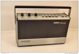 Ancienne Radio Portative Années 1970 GRUNDIG ELITE BOY - Appareils