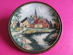 196 - Assiette En Bois Peint - Décor D'une église à La Montagne - Signée Dupouy - Popular Art